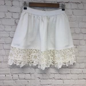 EXPRESS Ladies Floral Lace Hem White Lined Skirt